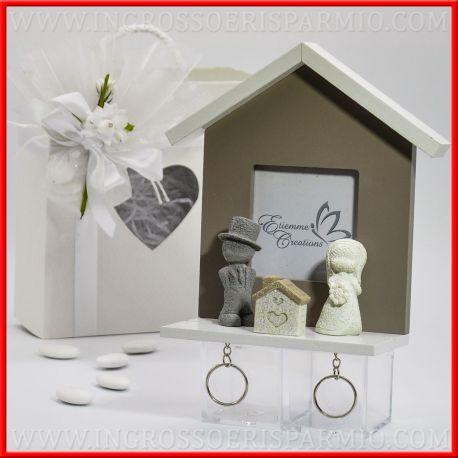 Casetta portachiavi da parete in legno e portafoto sposo sposa ingrosso e risparmio - Portachiavi da parete ...