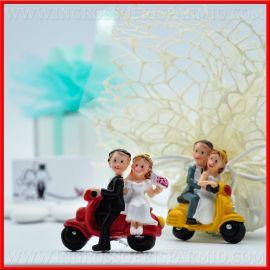 BOMBONIERE CALAMITE/MAGNETI SPOSI IN VESPA CUORE WEDDING NOZZE ONLINE COPPIA AMORE