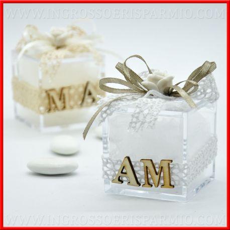 Confezioni Per Bomboniere Matrimonio.Scatole Per Confetti Con Rosellina E Iniziali Confettata Nozze
