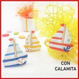 CALAMITE/MAGNETE BARCA A VELA IN RESINA COLORATA TEMA MARE PENSIERINI COMPLEANNO COMUNIONE